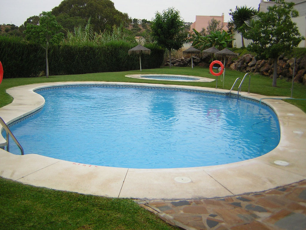 Mantenimiento de piscinas verde sur for Suministros para piscinas
